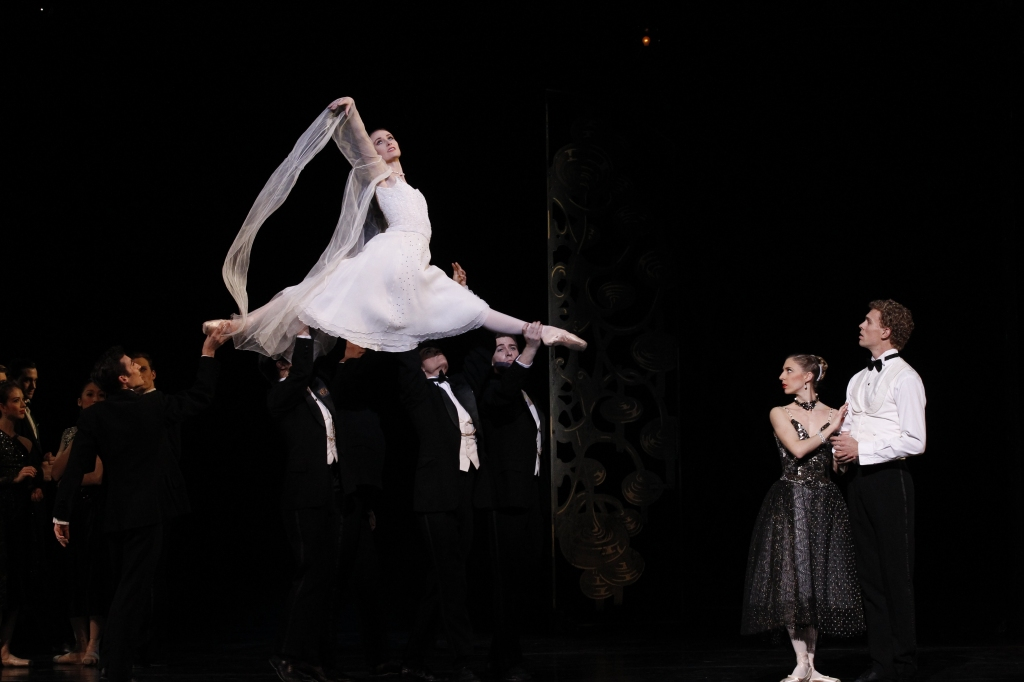Amber Scott & artists of The Australian Ballet in Swan Lake Photography Jeff Busby_1771