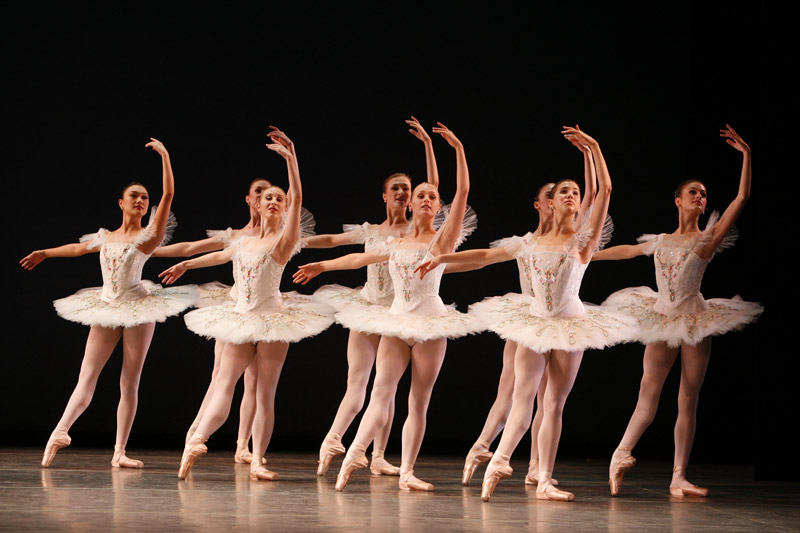 American Ballet Theatre. Symphonie Concertante. Photo by Marty Sohl.
